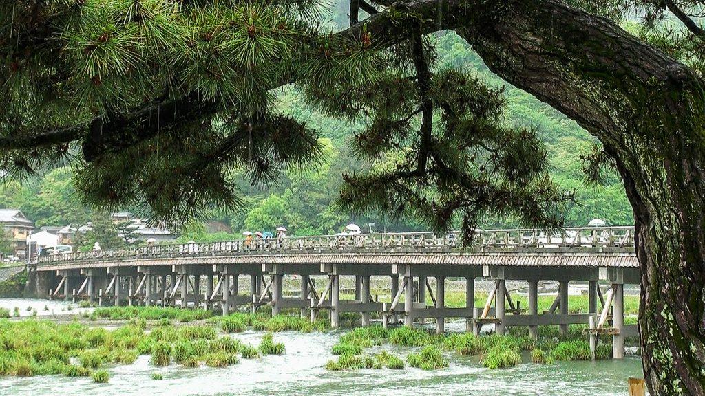渡月橋を望む風景